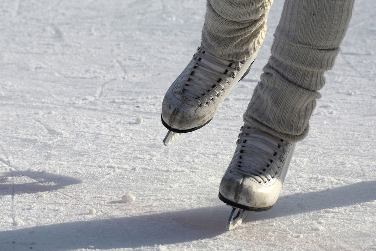 VOLPIANO - Apre la pista di pattinaggio sul ghiaccio in piazza