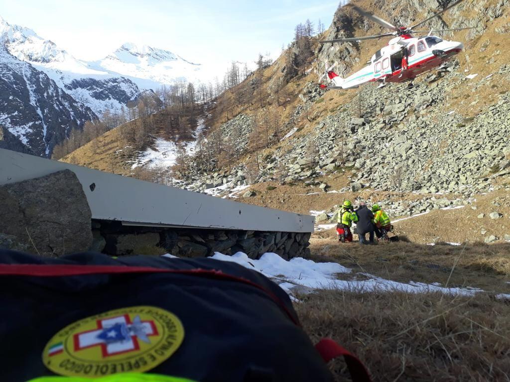 VALPRATO SOANA - Scivola sul sentiero di San Besso, turista francese salvato dal soccorso alpino