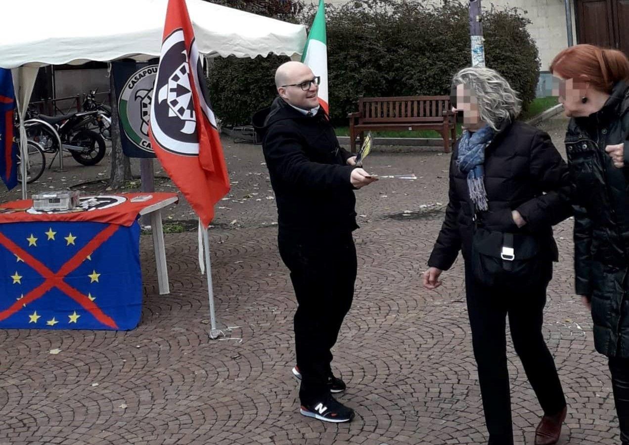 IVREA - CasaPound in piazza: «Non siamo spariti dopo le elezioni»