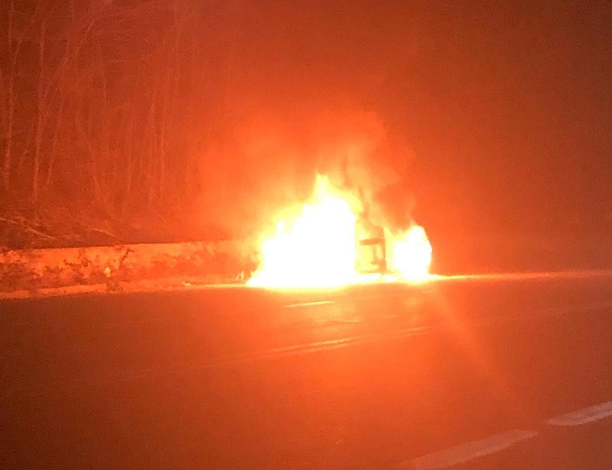 LEINI - Auto prende fuoco durante la marcia: paura sulla 460 - FOTO