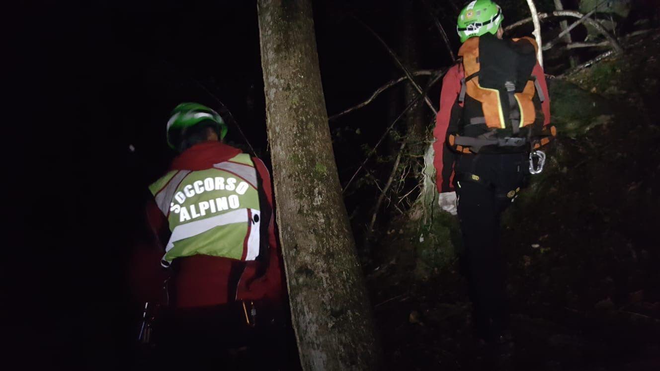 RUEGLIO - Cercatori di funghi dispersi salvati dai pompieri