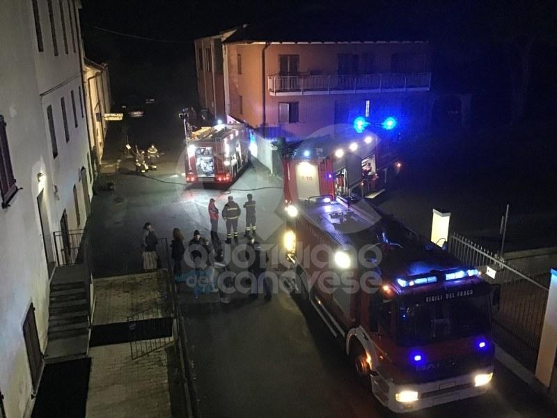 CASTELLAMONTE - Officina a fuoco, intervento dei vigili del fuoco - FOTO E VIDEO
