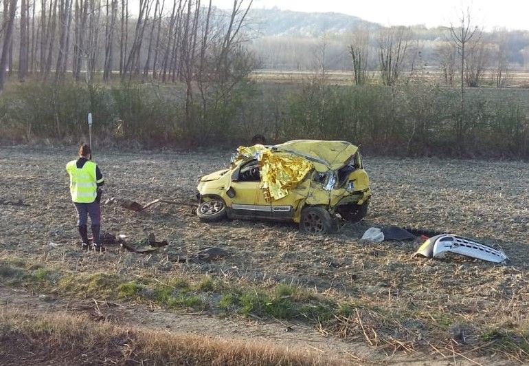 TRAGEDIA SUL RACCORDO - Incidente stradale tra Ivrea e Albiano, muore una donna a bordo di una Panda - FOTO