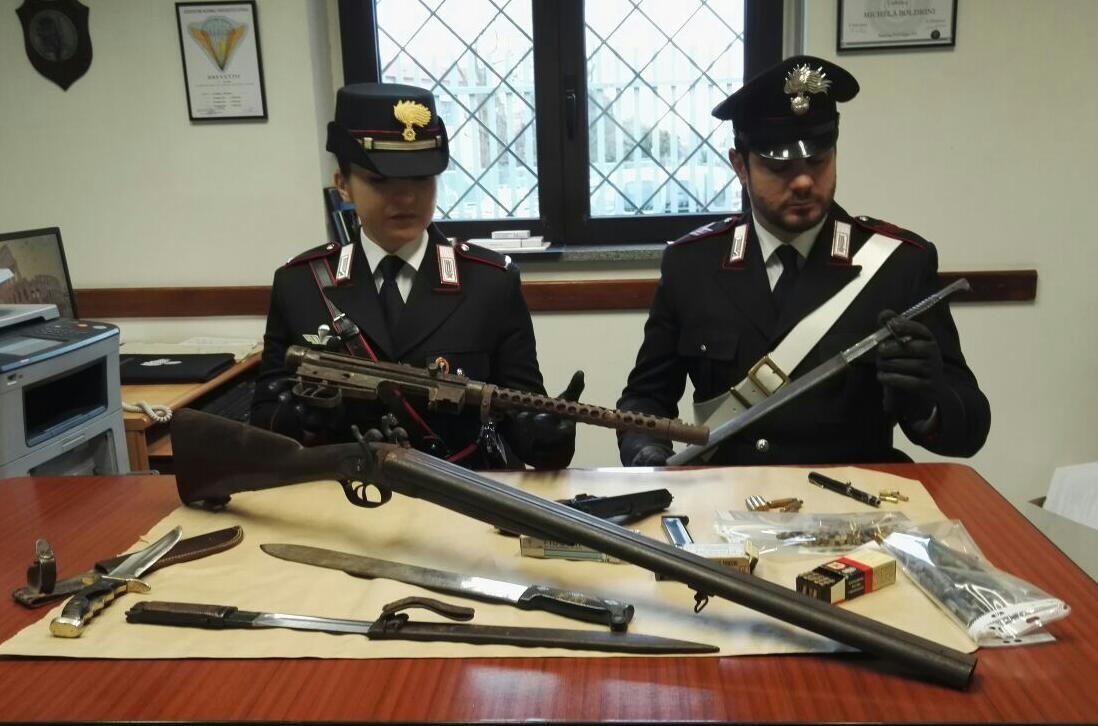 CASTELNUOVO NIGRA - Droga e armi da guerra in casa: uomo di 41 anni arrestato dai carabinieri
