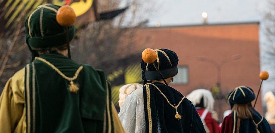 IVREA - Storico Carnevale: si avvicinano la cerimonia del passaggio dello spadino e le alzate degli Abbà