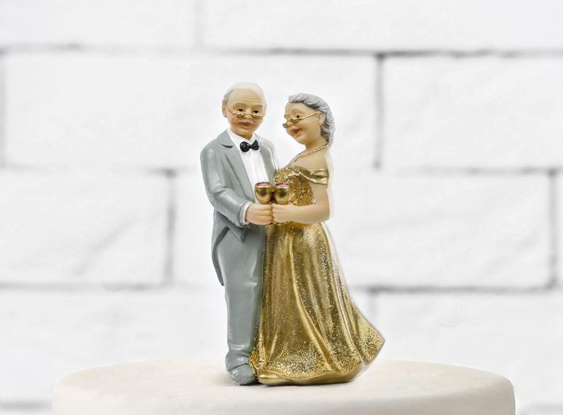 IVREA - 50 anni di matrimonio: al Giacosa festa per 87 coppie