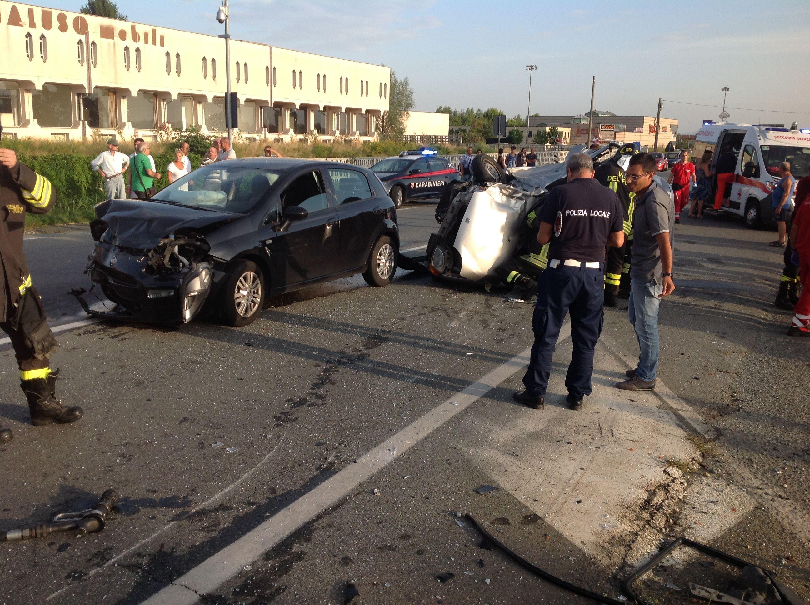 CALUSO - Spaventoso incidente alle porte del paese: due bambini ricoverati in ospedale - FOTO E VIDEO