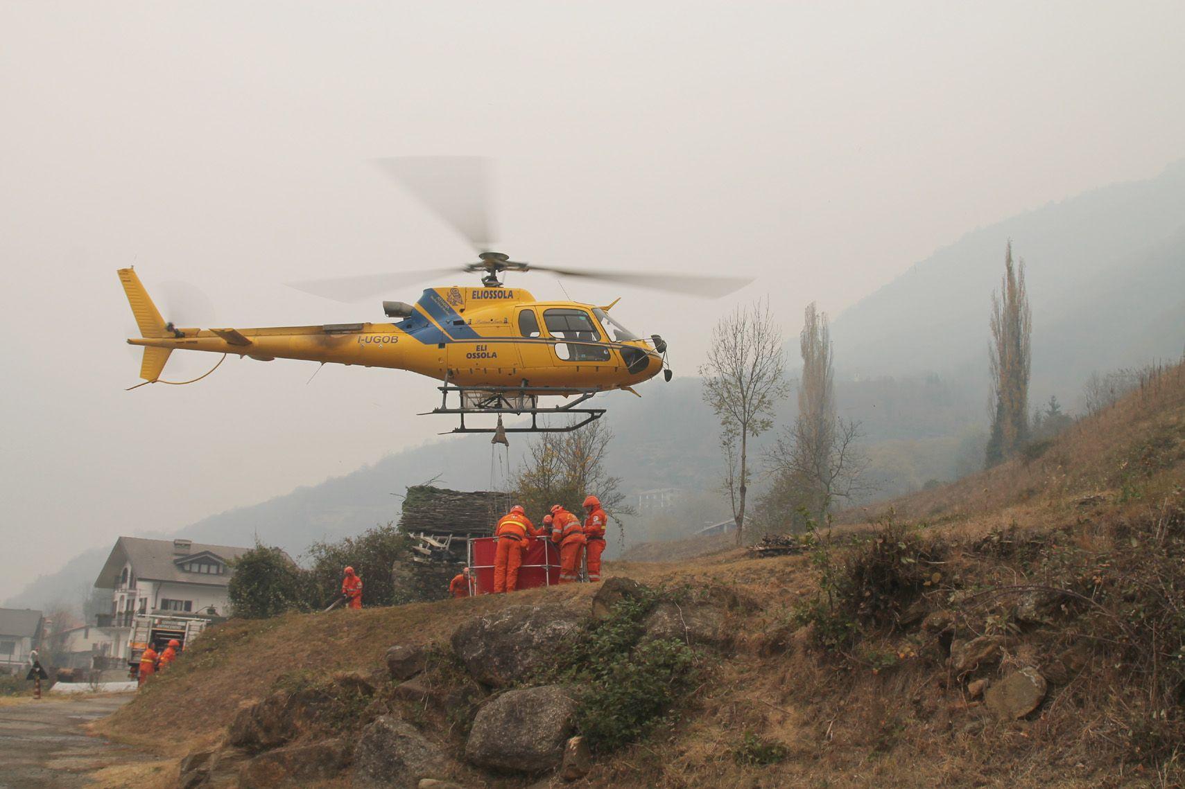 ALLARME INCENDI - Elicotteri in azione per contenere le fiamme - FOTO e VIDEO