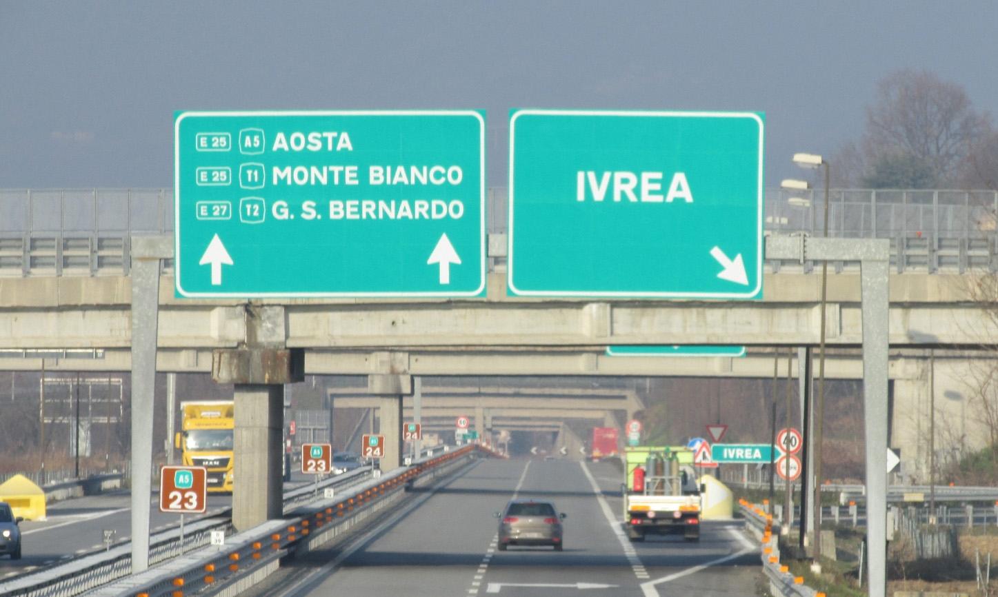 IVREA - Resta chiuso lo svincolo per Torino sul raccordo Ivrea-Santhià