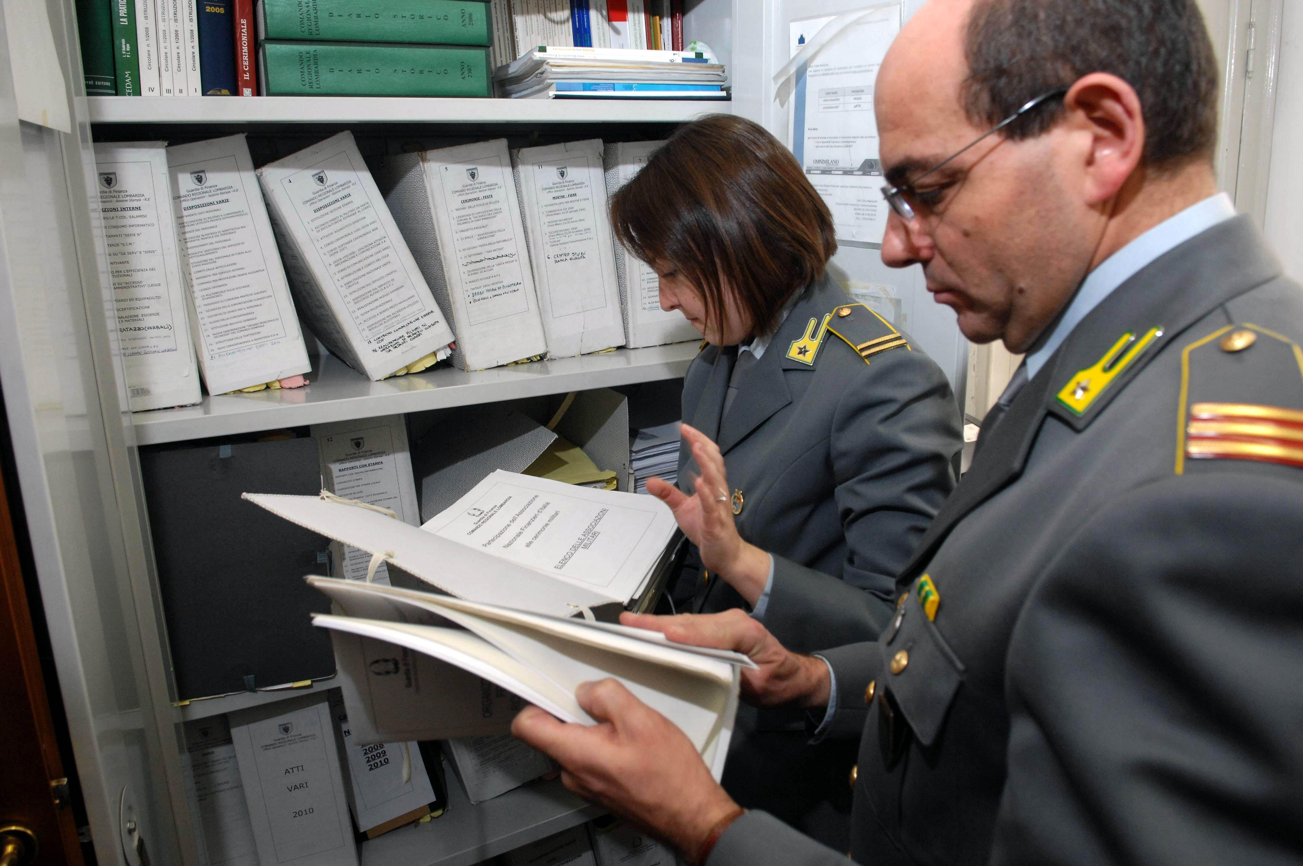 IVREA - Insegnante denunciata per truffa dalla guardia di finanza