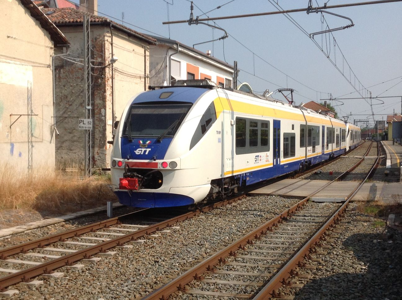 FERROVIA CANAVESANA - Si rompe (di nuovo) il treno Rivarolo-Torino: passeggeri a piedi, caos e ritardi