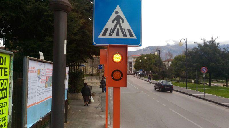 RIVAROLO - Arrivano tre semafori «salva pedoni» per evitare incidenti sulle strisce