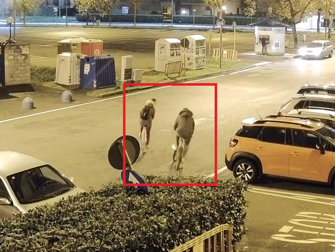 BORGARO - Rubano una bici ma vengono ripresi dalle telecamere