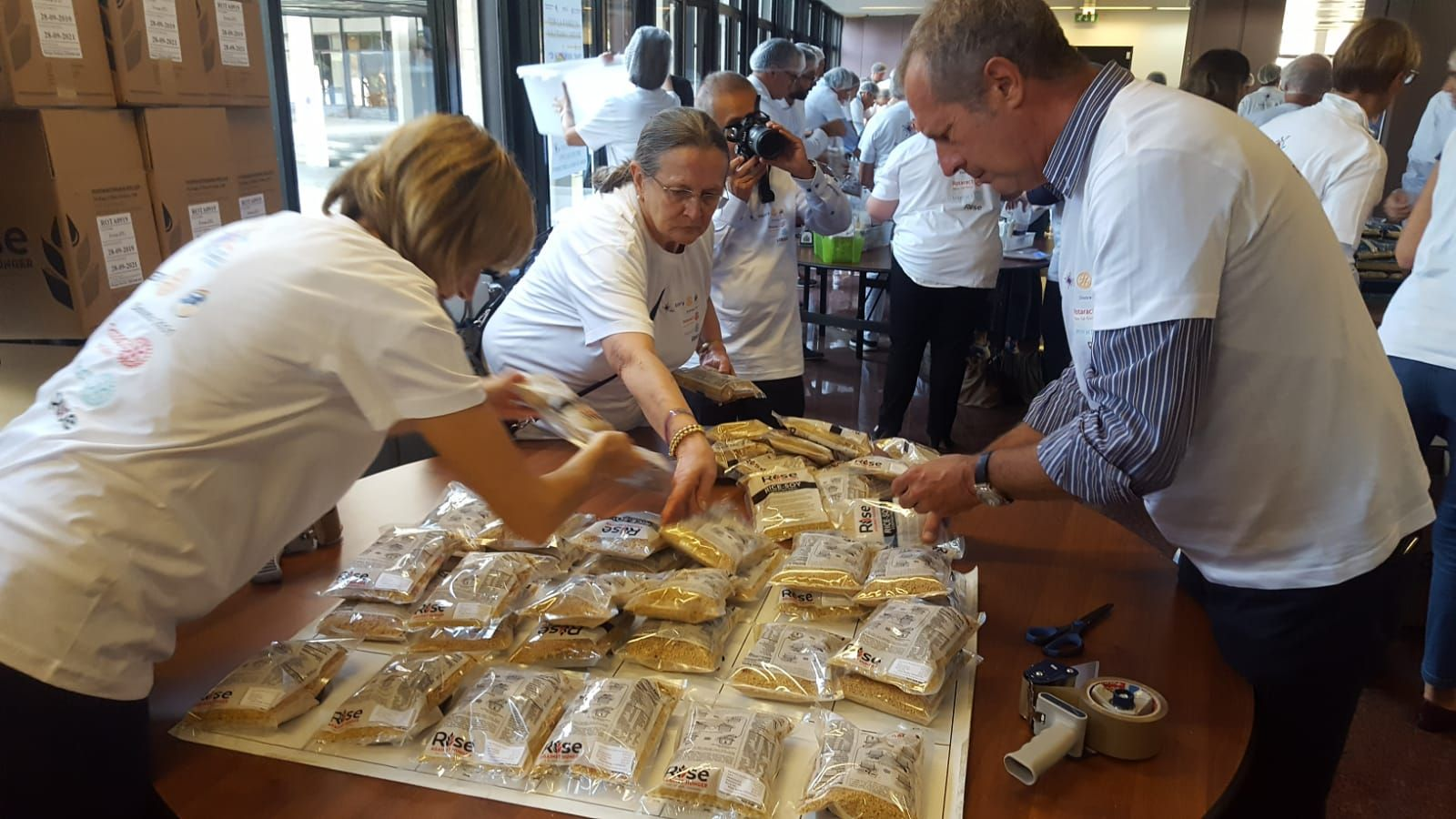 IVREA - 50mila pasti per i bimbi poveri partiti dal Canavese - FOTO