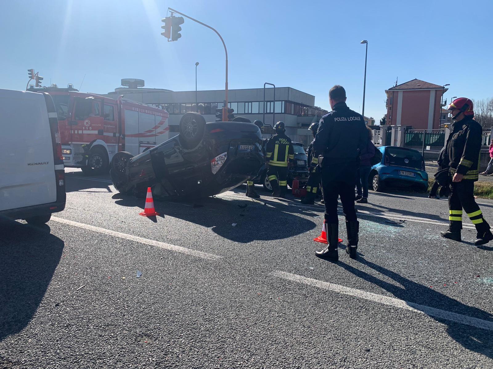 CASELLE - Incidente stradale tra quattro auto: tre feriti - FOTO