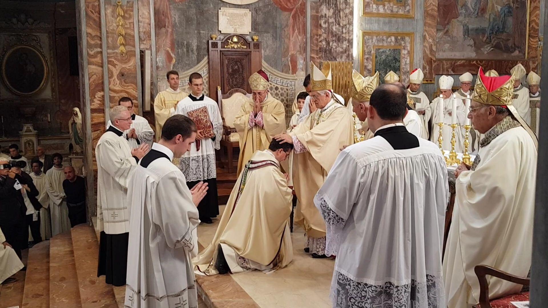IVREA - Don Roberto Farinella ordinato vescovo nella cattedrale eporediese - FOTO e VIDEO