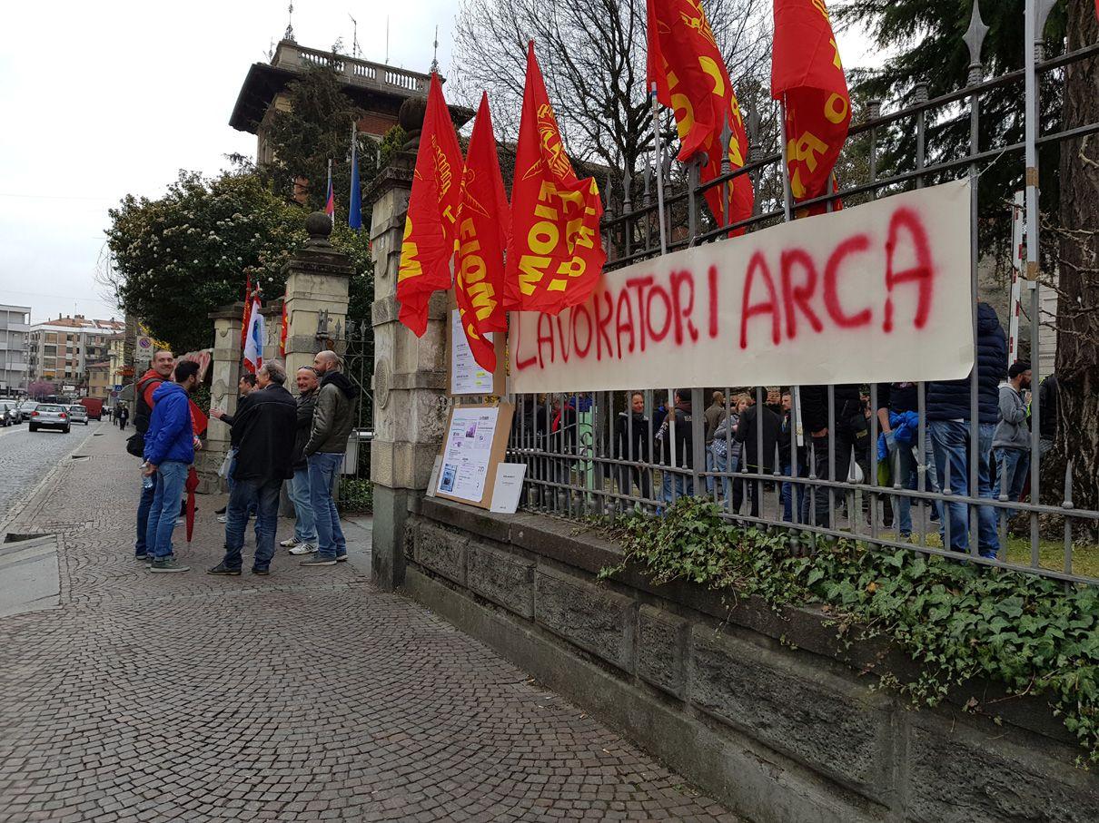 IVREA - Arca Technologies: il sindacato boccia i licenziamenti. L'azienda non cede, i lavoratori neanche - FOTO e VIDEO