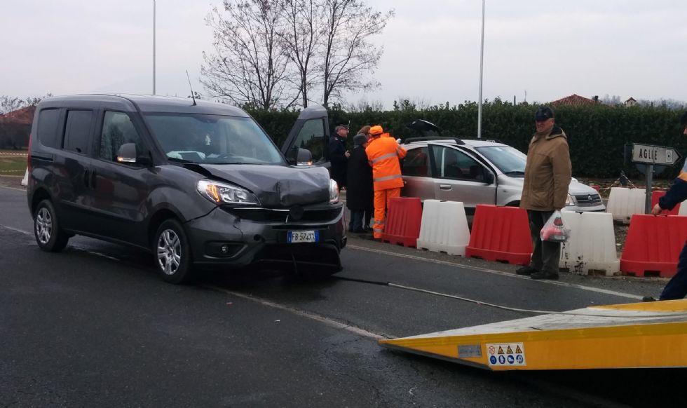 AGLIE' - La maledizione continua: un altro incidente stradale all'incrocio della circonvallazione - FOTO