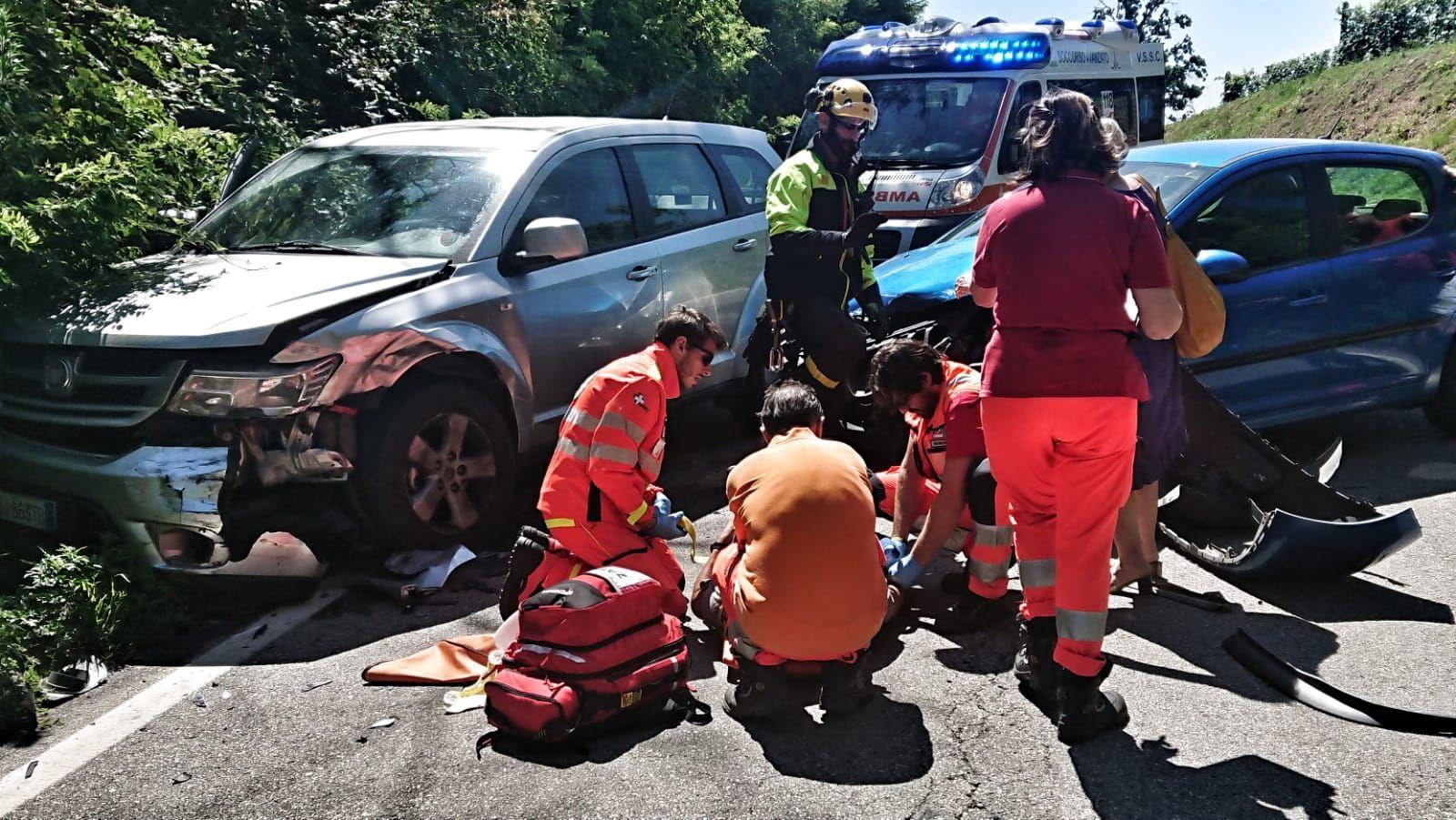 CALUSO - Incidente stradale sulla provinciale: cinque feriti