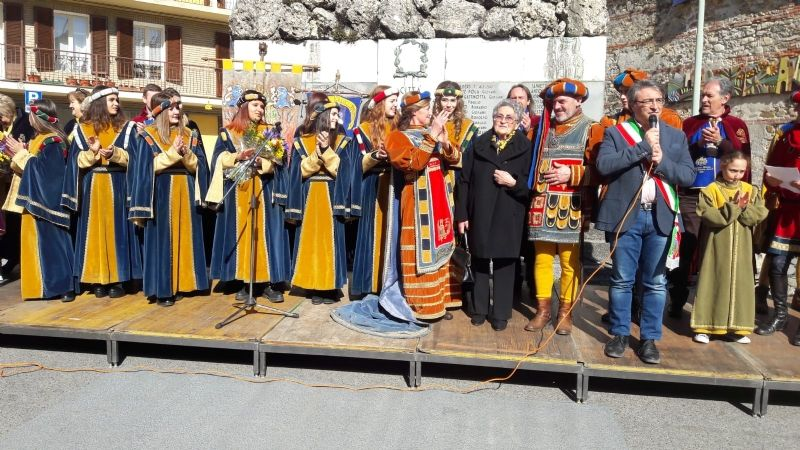 CASTELLAMONTE - Salta il Carnevale storico: resterà solo la sfilata dei carri. Supremo ordine furente: «Vittima la storia del Carnevale»