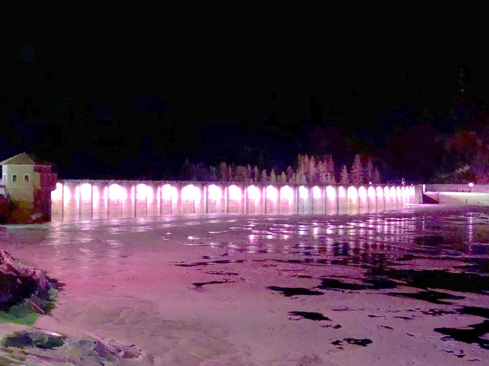 CANAVESE - La diga di Ceresole Reale e il municipio di Ivrea si colorano di rosa per il Giro d'Italia - FOTO