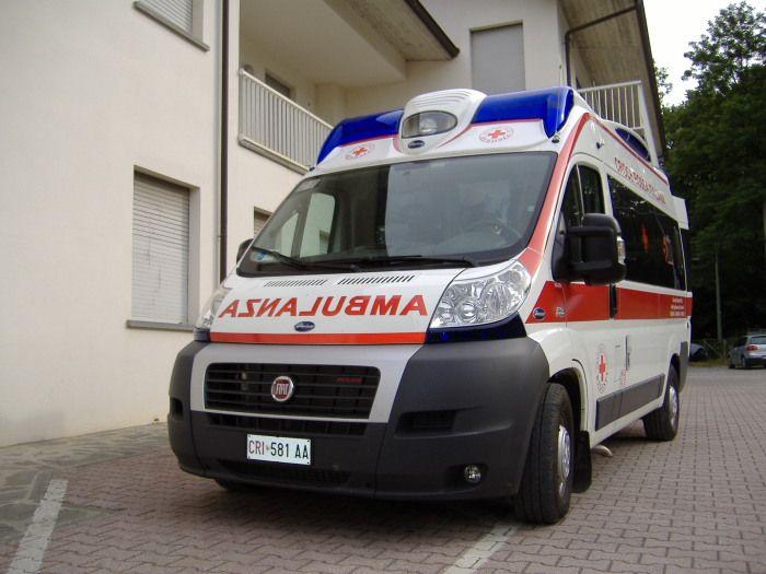 BOSCONERO - Crollano calcinacci da un balcone: una donna ferita