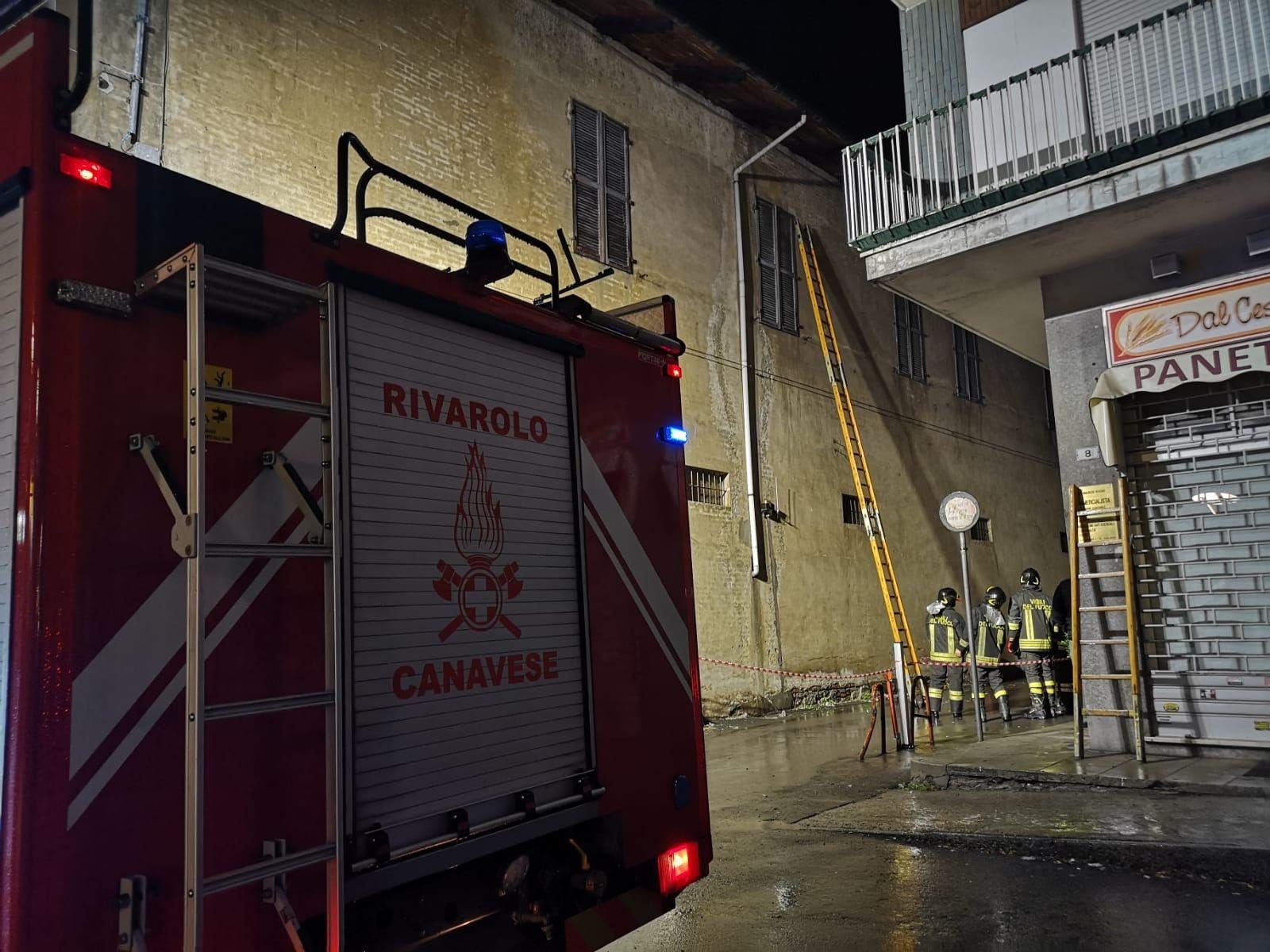 CUORGNÈ-RIVAROLO - Paura per balconi e tegole pericolanti