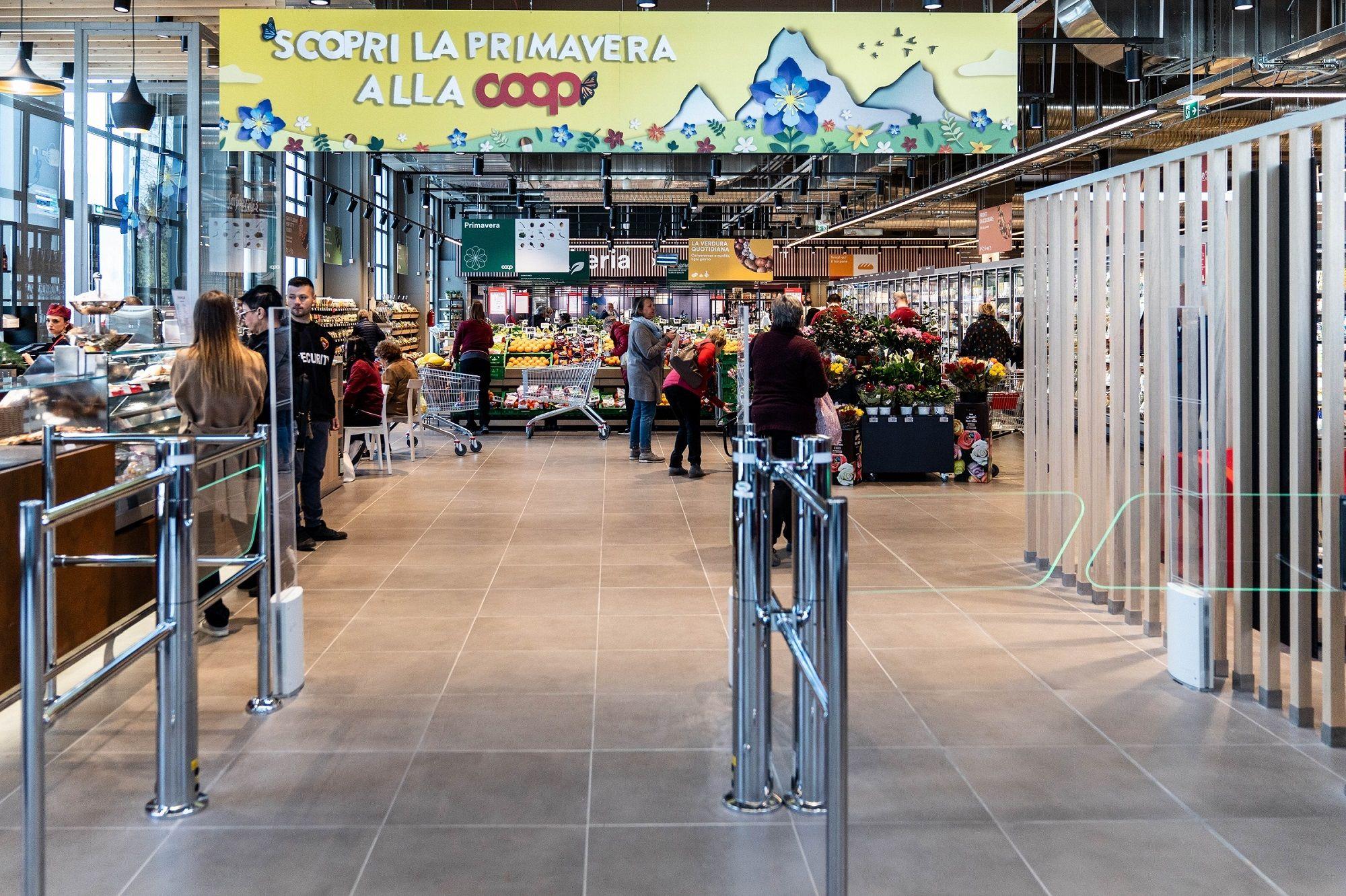 CANAVESE - I centri commerciali Coop chiusi il primo maggio