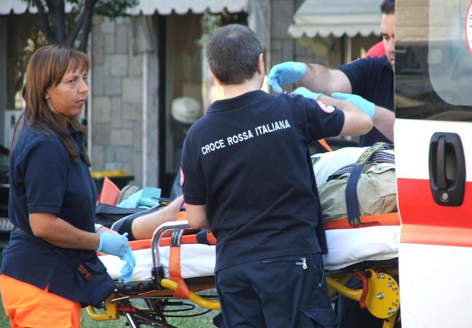 MONTALTO DORA - Donna travolta dal camion è in prognosi riservata