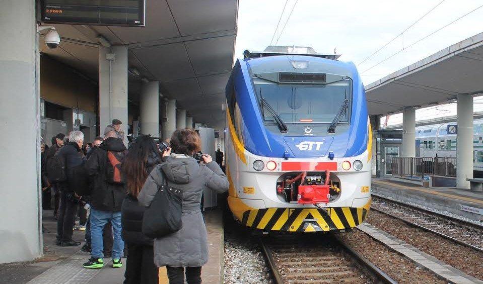 CANAVESANA - La ferrovia è insicura: da agosto treni lumaca a 50 chilometri orari