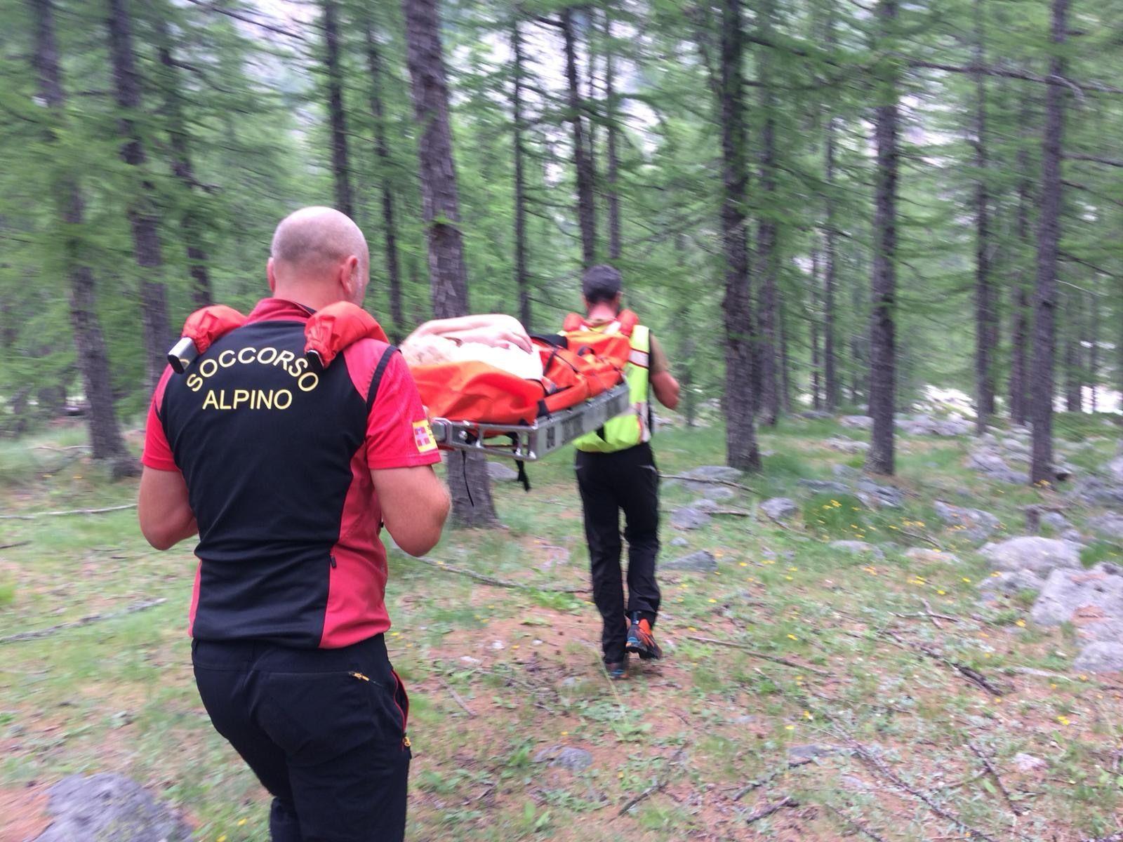 CERESOLE REALE - Escursionista di Rivarolo Canavese cade nei boschi, recuperata dal soccorso alpino