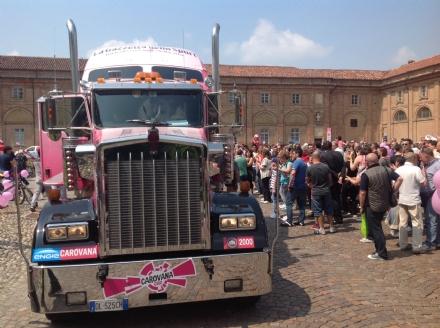 GIRO D'ITALIA - La carovana degli sponsor colora Agliè - FOTO e VIDEO