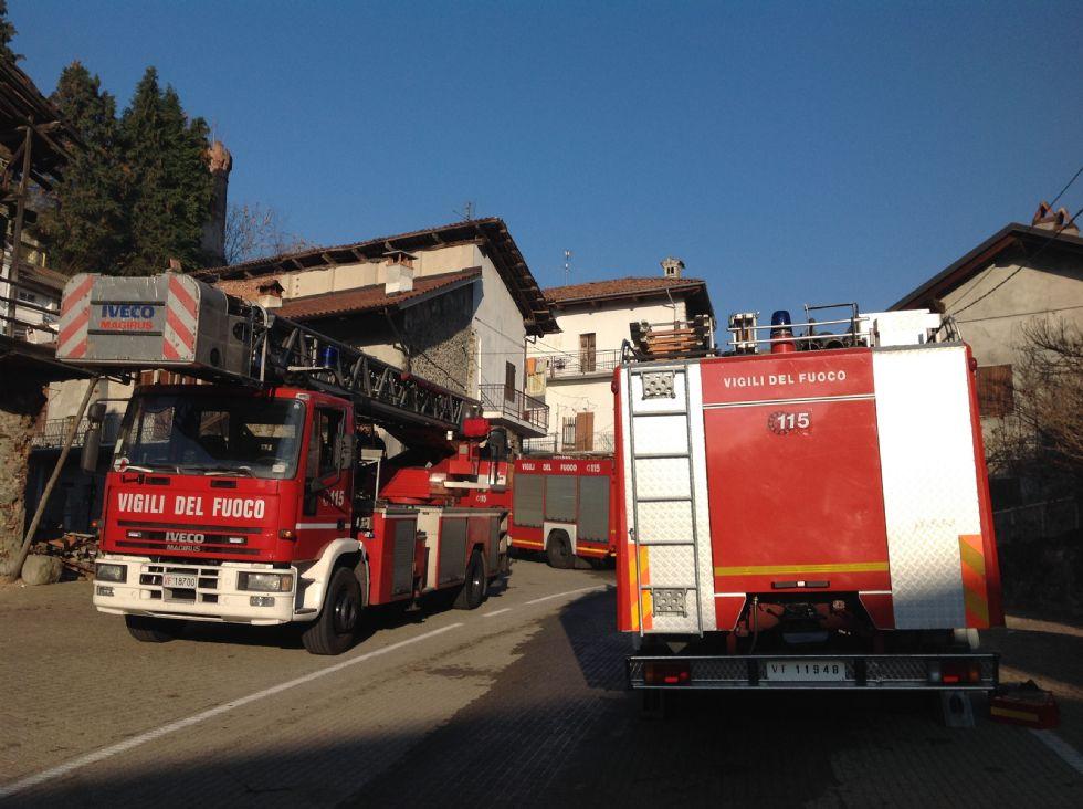 BALDISSERO - Incendio in centro: pensionato tratto in salvo dai pompieri
