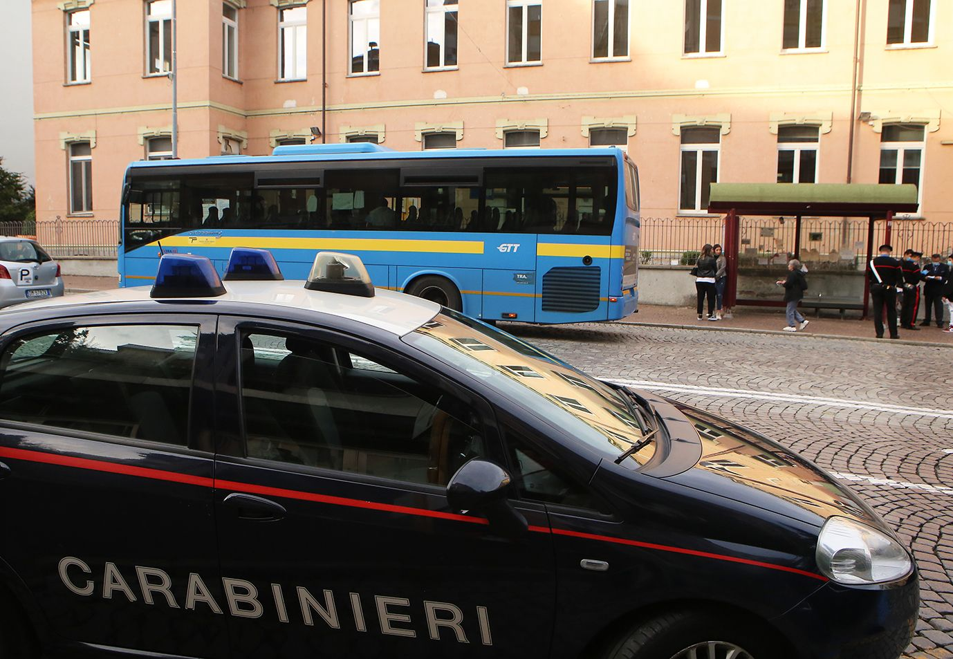 COVID - Sui mezzi pubblici affollati si diffonde il contagio. «Ma da Roma non sono arrivati i soldi per mettere più pullman»