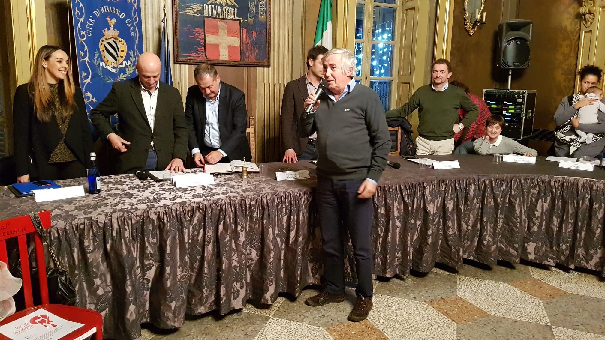 RIVAROLO - Ultimo giorno di lavoro per il mitico ragioniere del Comune, Domenico Farina