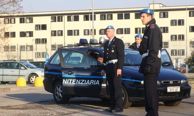 IVREA - In carcere con il telefono: blitz della polizia penitenziaria