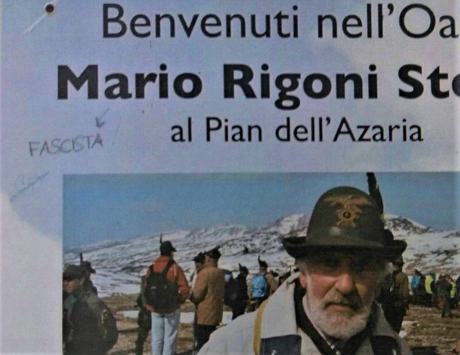 VALPRATO SOANA - Una svastica e la scritta «fascista» rovinano la targa per Mario Rigoni Stern all'Azaria