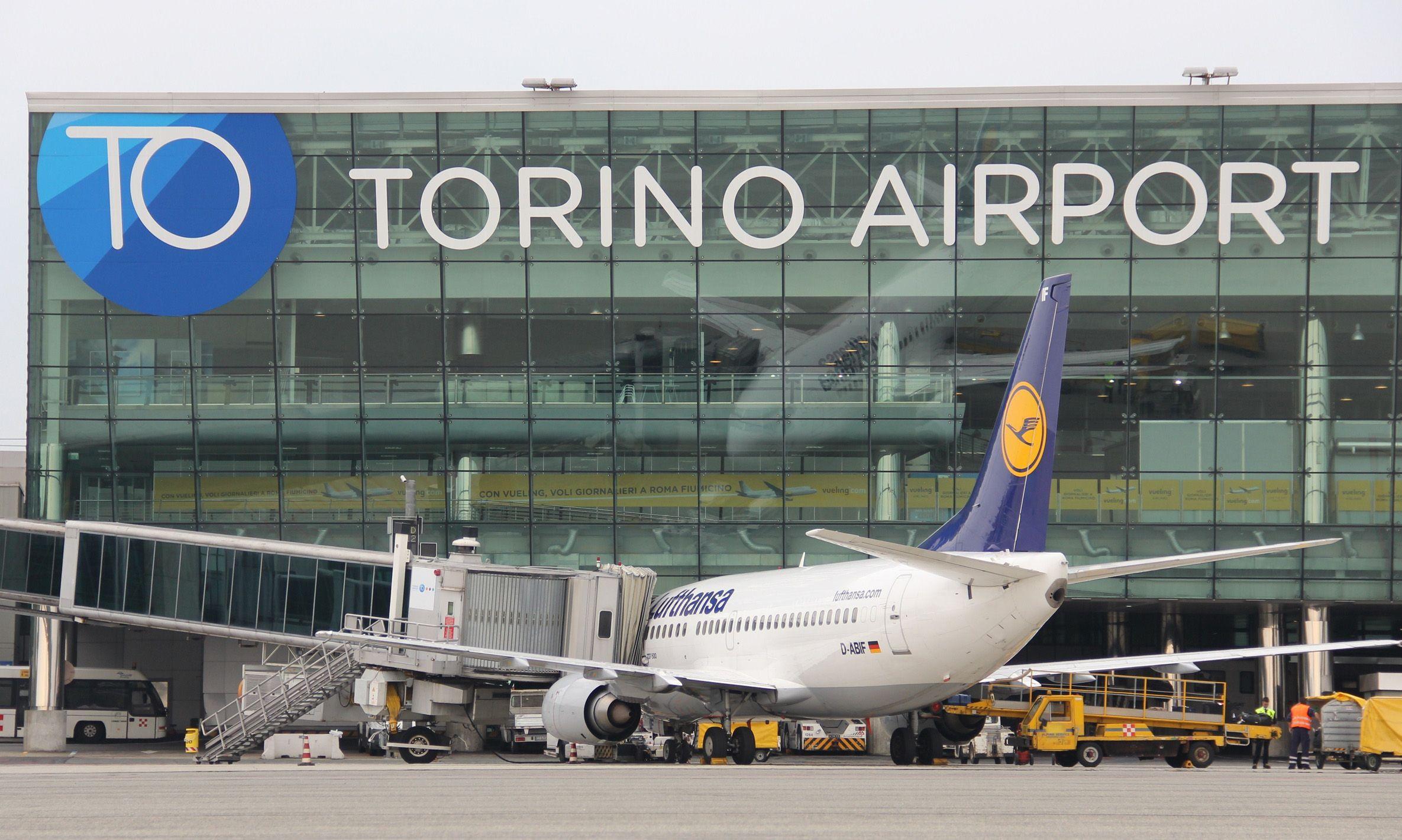 CASELLE - Bomba a Torino: aeroporto aperto ma previsti disagi