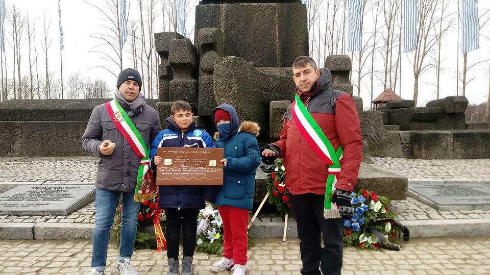CANAVESE - «La memoria Viva»: i ragazzi delle scuole di Castellamonte e Ozegna ad Auschwitz - FOTO