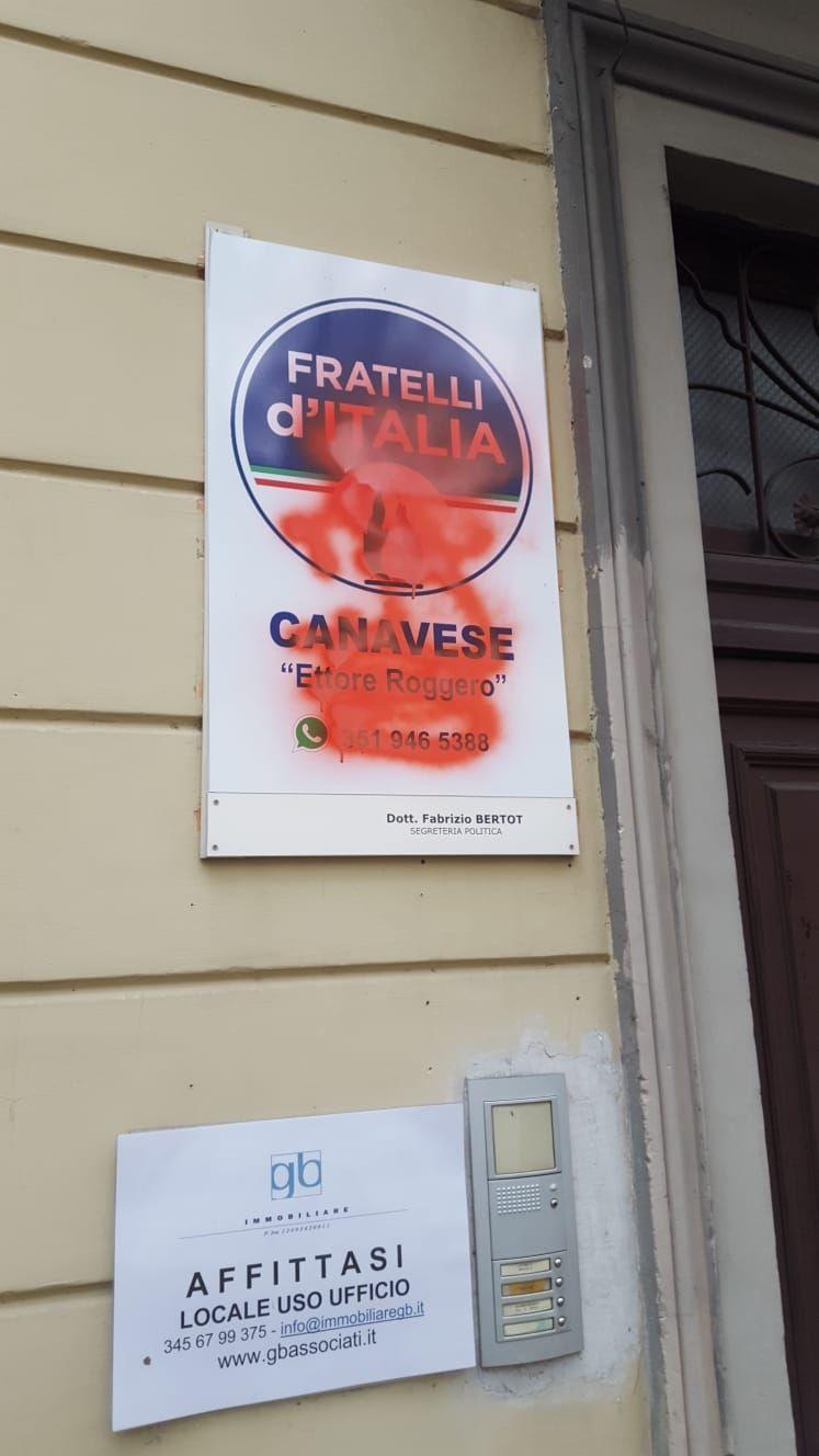 RIVAROLO - Vernice contro Fratelli d'Italia: solidarietà da amministrazione comunale e Lega