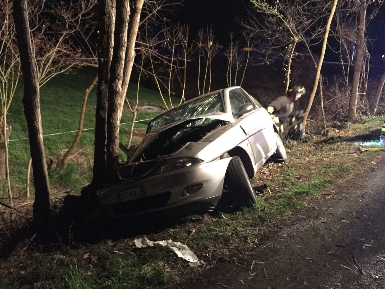 VEROLENGO - Incidente stradale nella notte in frazione Arborea. Una ragazza ferita