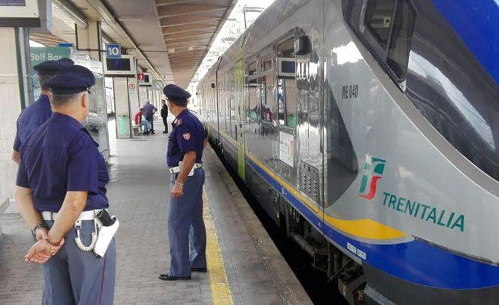 FERROVIA IVREA-TORINO - Non si allontana dalla linea gialla: muore un ventenne travolto dal treno alla stazione Stura