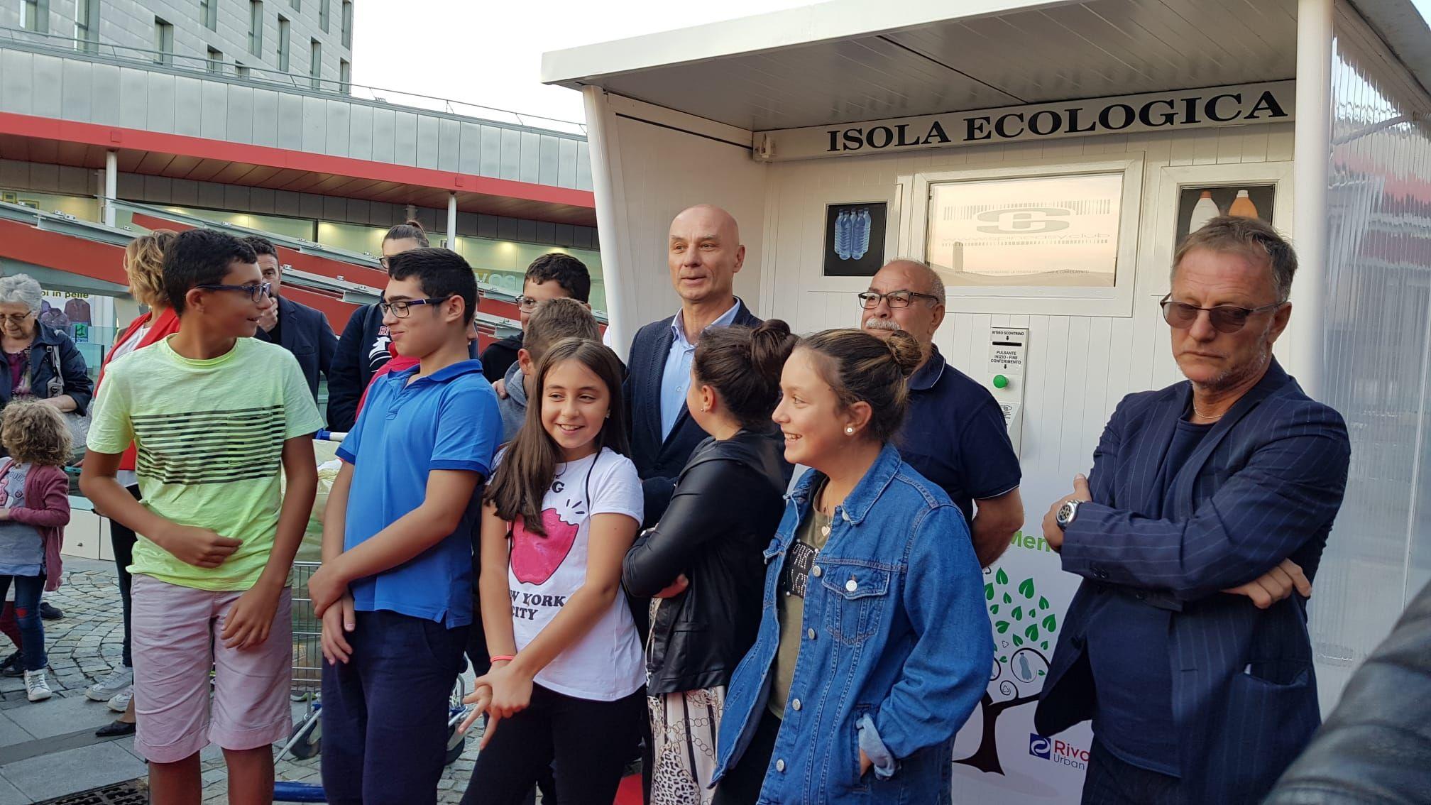 RIVAROLO CANAVESE - Inaugurato il primo eco-compattatore delle bottiglie di plastica all'Urban Center - FOTO e VIDEO