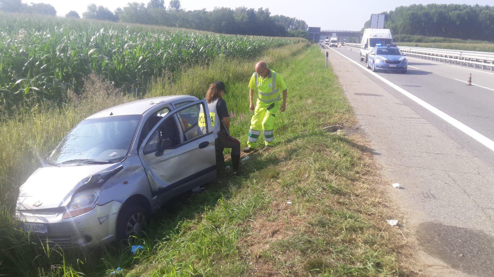 PAVONE CANAVESE - Incidente in autostrada: donna ferita - FOTO
