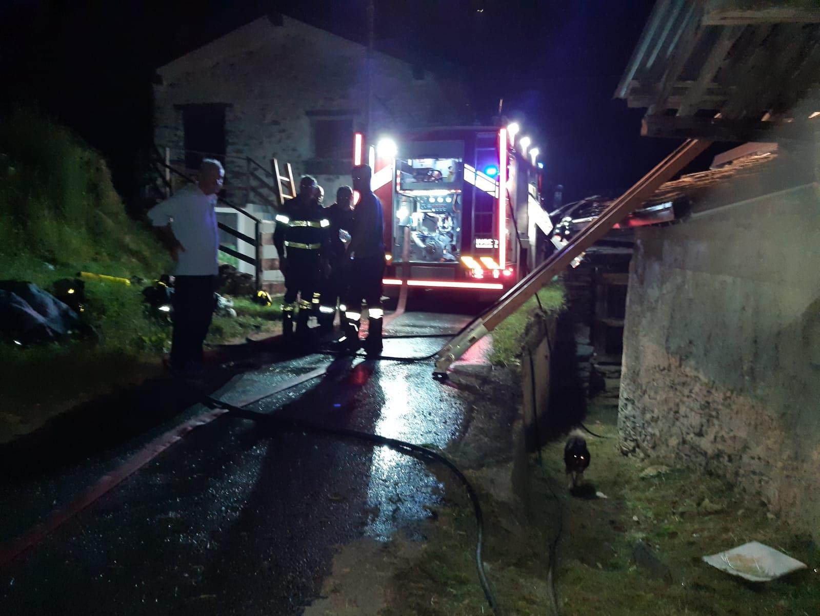 LOCANA - Incendio devasta una casa: il proprietario ricoverato in gravi condizioni alle Molinette