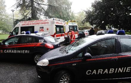 IVREA - Pensionato trovato morto con un foglio in gola