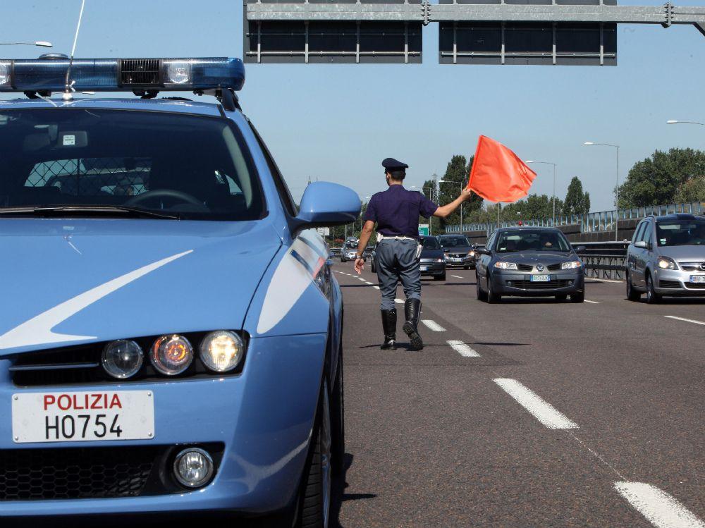 TANGENZIALE TORINO - 81enne in contromano tra Settimo e Caselle: rischia il frontale ma viene fermato dalla polizia stradale