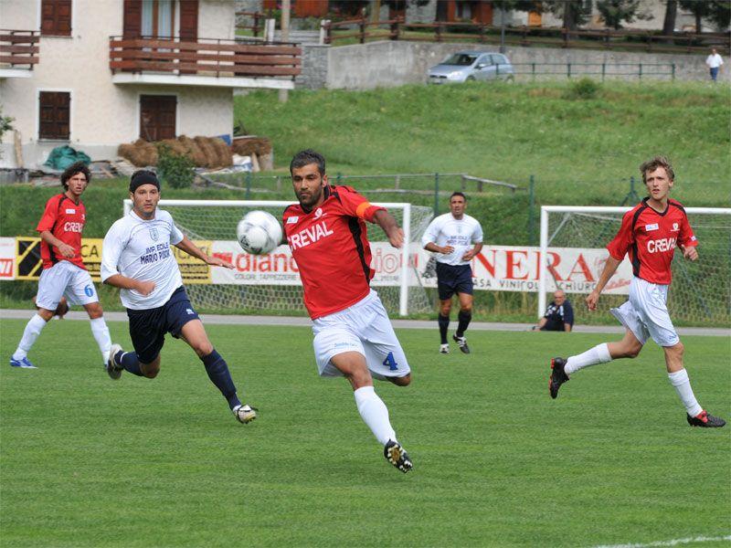 CALCIO CANAVESE - La Rivarolese vince e torna in testa al campionato di Promozione