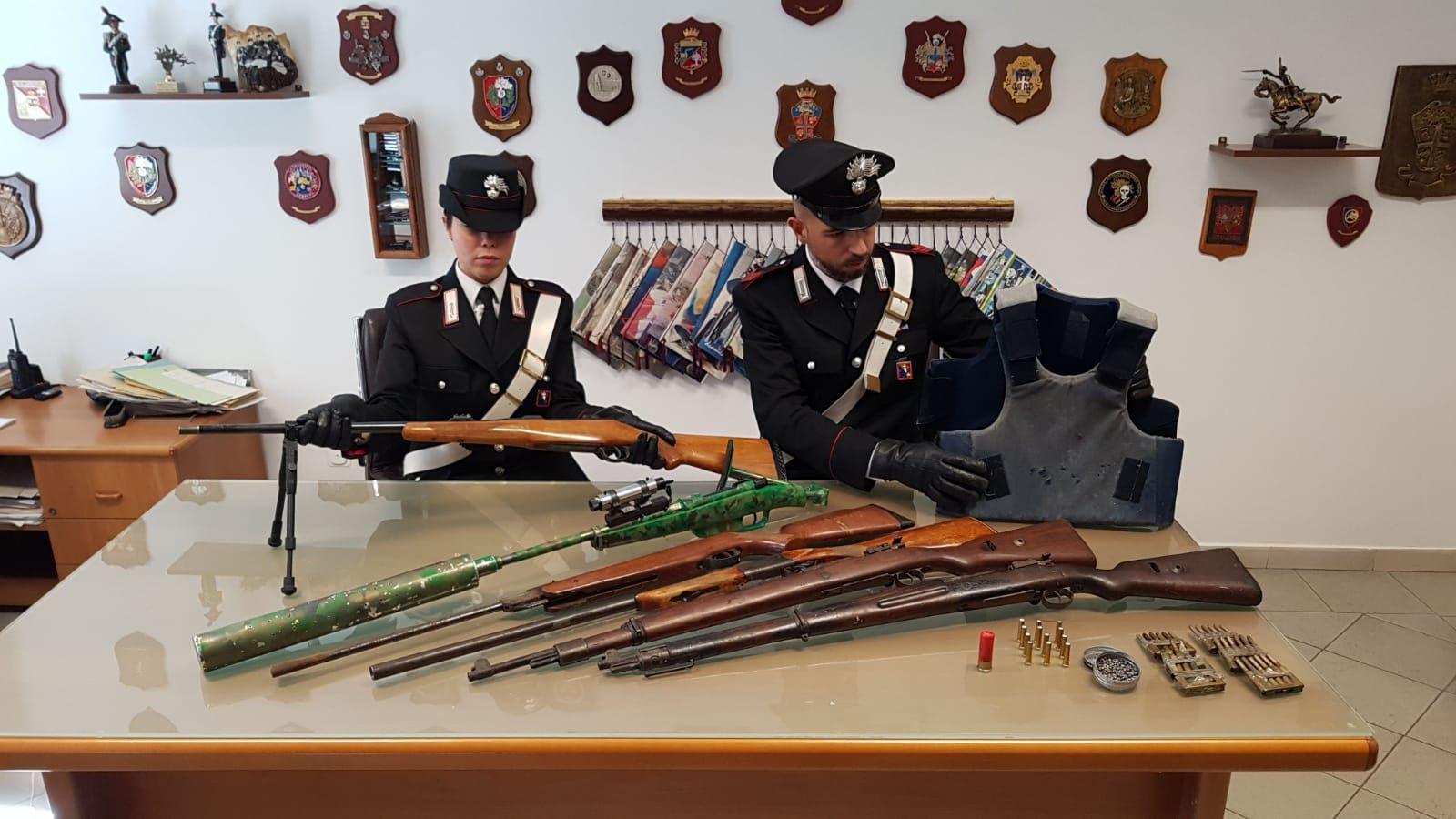 LEINI-FRONT CANAVESE - Fucili con puntatore laser, giubbotti antiproiettili e munizioni: due arresti