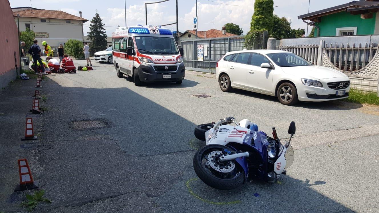 FELETTO - Un altro incidente stradale sulla 460: ferito un giovane motociclista - FOTO e VIDEO